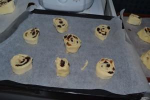 Coupe des pains aux raisins