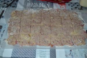 Coupe de carré dans la pâte à scone