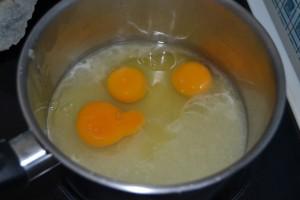 Jus de citron, œufs et sucre semoule
