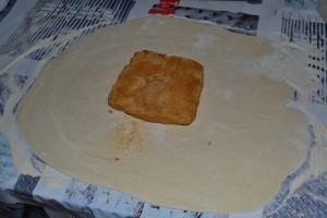 beurre sucré posé au centre de la pâte