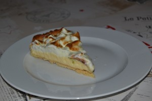 Part de tarte cirton meringué