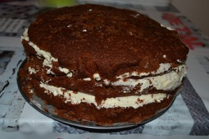 Gâteau Pinata refermé, partie coupé vers le bas
