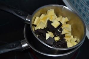 Chocolat et beurre couper en morceaux