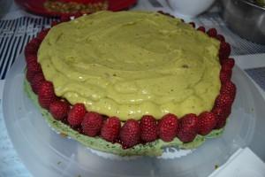 crème pistache poché sur les framboises