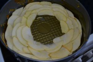 pommes superposer dans le moule