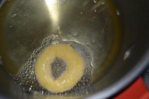 donuts dans l'huile de friture