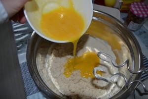 œufs battus ajouter à la préparation