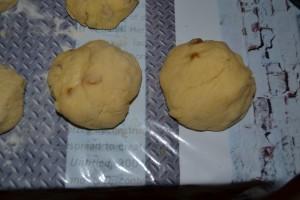 morceaux de pâte former en boule