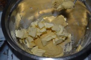 ajout du beurre mou en morceaux