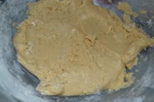 mélange de la farine à la pâte