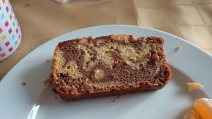 part de gâteau marbré chocolat-amandes