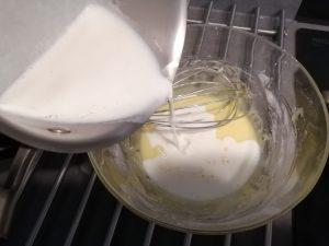 ajout de la moitié du lait
