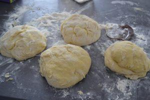 pâte coupé en morceaux de 300g