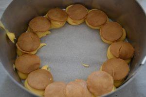 craquelin déposer sur les boules de pâte à choux