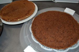 gâteau au chocolat coupé en 2