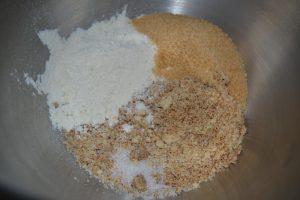 farine, sucre cassonade, sel et poudres de noisettes