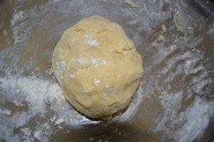 boule de pâte à foncer lisse