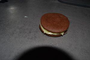 ganache recouverte d'un autre biscuit