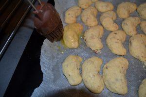 croissants badigeonner de beurre fondu