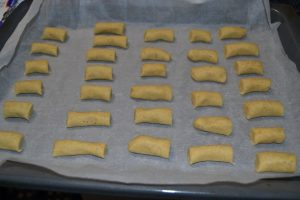 biscuits déposer sur la plaque à pâtisserie