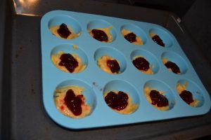 ajout de la confiture de fraise framboise au Doffins