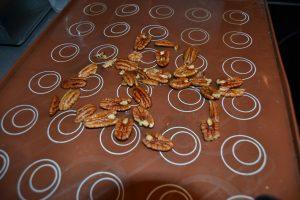 sirop verser sur les noix de pécan