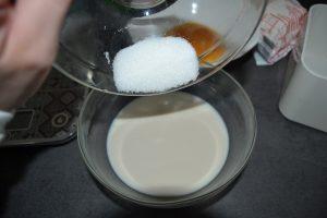 ajout des 10g de sucre à la levure délayée