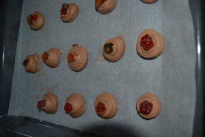 fruits confits déposer sur chaque sablés chocolat