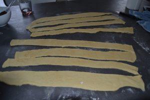 8 bandes de pâte découper