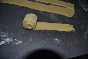 bande de pâte rouler sur elle même