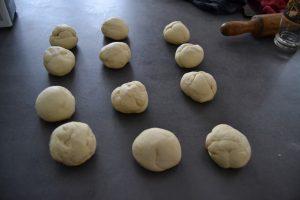 Façonnage de 12 boules de pâte