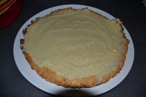 beurre d'amande étaler sur la pâte sucrée