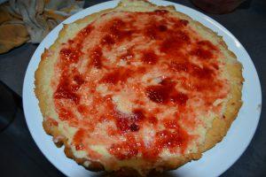 confiture de fraises étaler sur le beurre d'amande