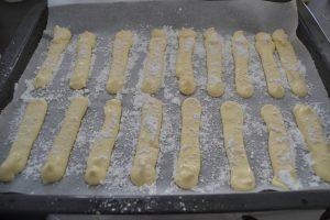 Biscuits cuillères saupoudrer de sucre glace