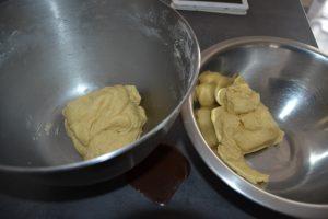 pâte découper en 2 parts