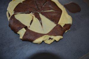 couronne de pâte pointe des triangles coller en dessous