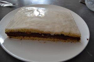 glaçage étaler sur le gâteau