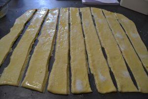 bande de pâte badigeonner de beurre fondu