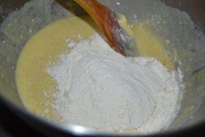 ajout de la farine de nouveau