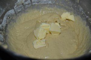 ajout du beurre progressivement en morceaux