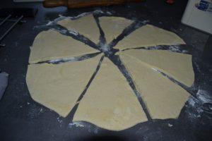 triangles couper dans le cercle de pâte