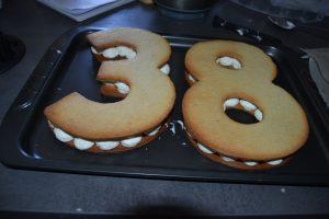 Biscuits poser sur la chantilly