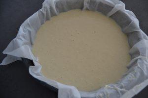 pâte verser dans un moule à manqué