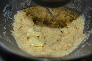 beurre mou ajouter entre chaque incorporation
