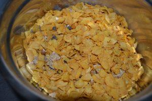 corn flakes, muesli, pépites de chocolat et amandes concassées