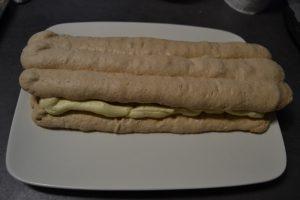 3 bandes de biscuit poser sur la crème mousseline