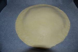 second disque de pâte déposer et bords de pâtes souder