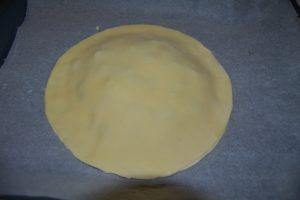 second disque de pâte déposer sur la frangipane