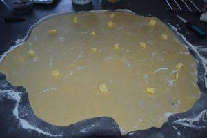 beurre sur la pâte étaler