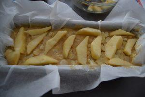 lamelles de pommes déposer sur la pâte